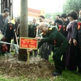 Các cựu binh trồng cây kỷ niệm tại Trường Sỹ quan Tăng – Thiết giáp.