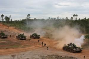Lực lượng xe tăng hiệp đồng đơn vị bộ binh tiến công mục tiêu.